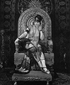 Betty Blythe as The Queen of Sheba (1921).