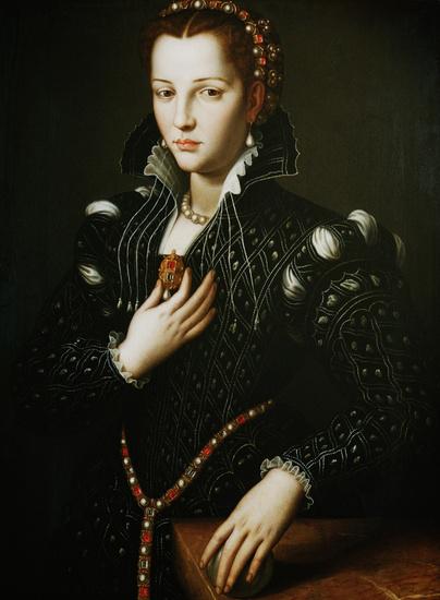 Agnolo_Bronzino,_ritratto_di_Lucrezia_de'_Medici
